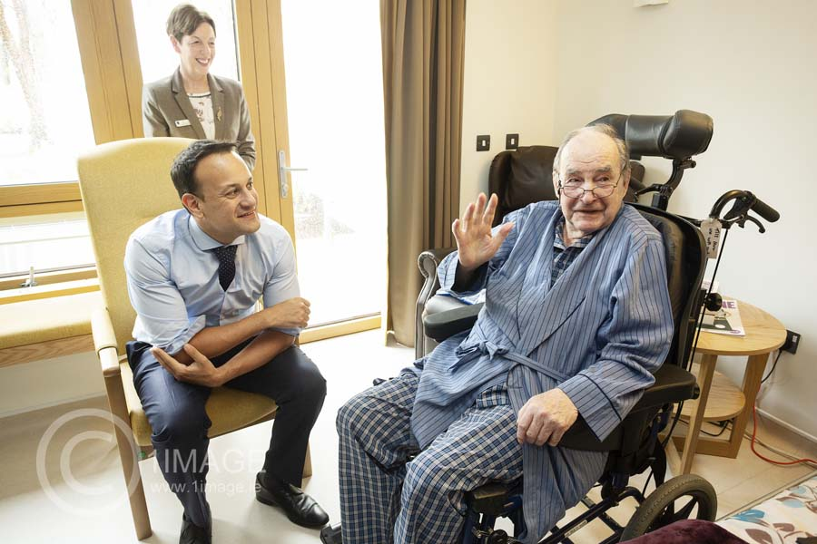Press PR Photography: Get results! Leo Varadkar with OLH patient www.1image.ie media coverage